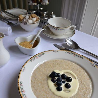 Thumb porridge with cream