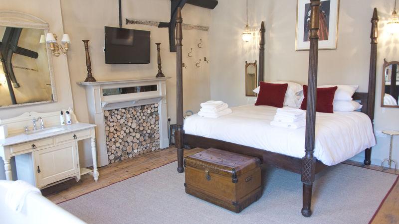 Medium crop bedroom3