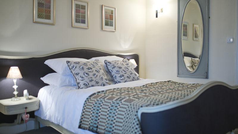 Medium crop bedroom4