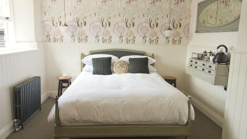 Medium crop bedroom7