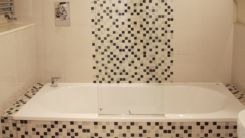 Medium crop room1 bath