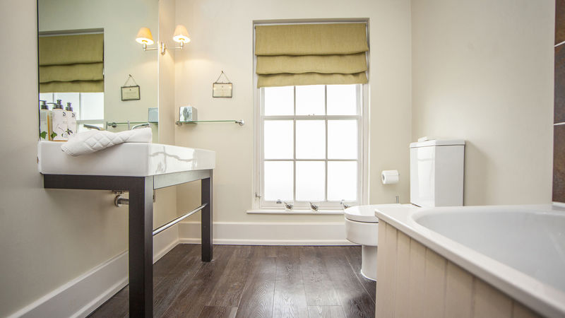 Medium crop premium2bathroom