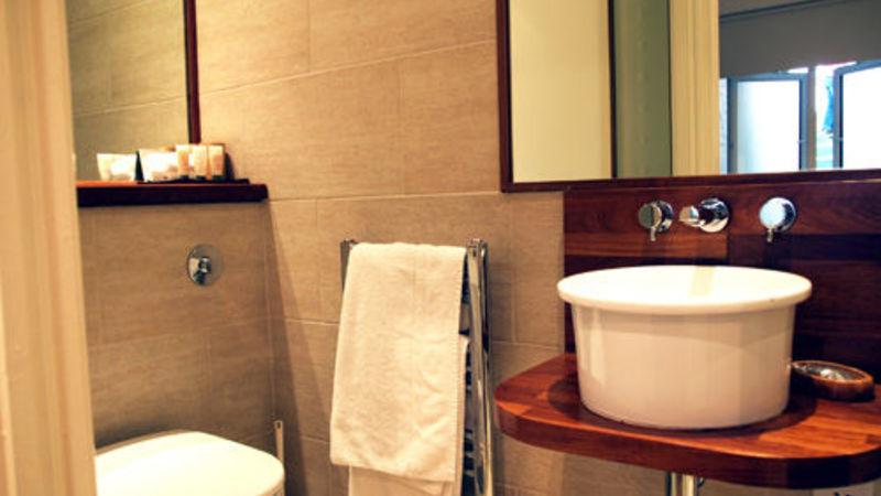 Medium crop room8 bath