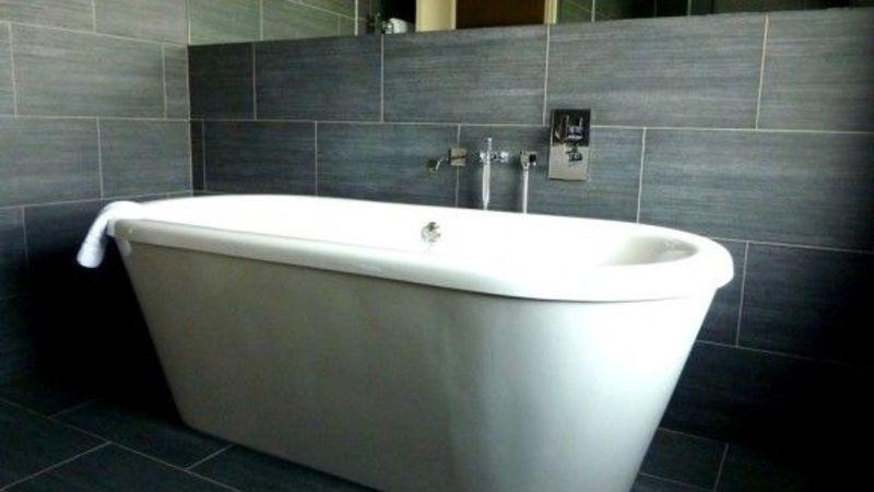 Medium crop hh room6 bath