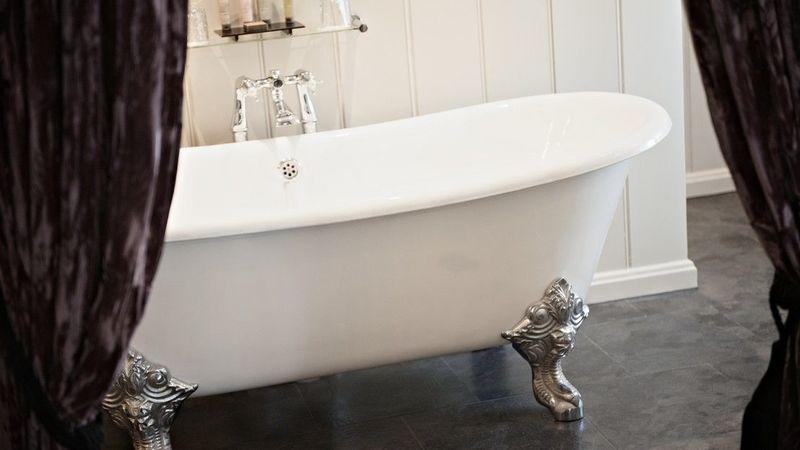 Medium crop grand room bath 2