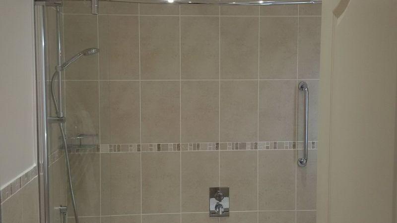 Medium crop suite bathroom 2