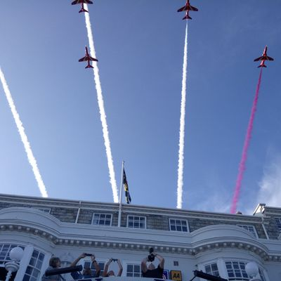 Thumb red arrows 2017