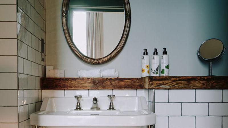 Medium crop artist residence london small bedroom bathroom 600x600