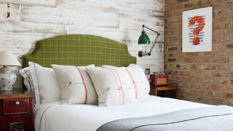 Medium crop artist residence london small plus room 10 bed 600x600