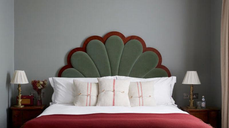 Medium crop artist residence london club suite bed 600x600