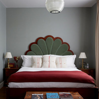 Thumb artist residence london club suite bed 600x600