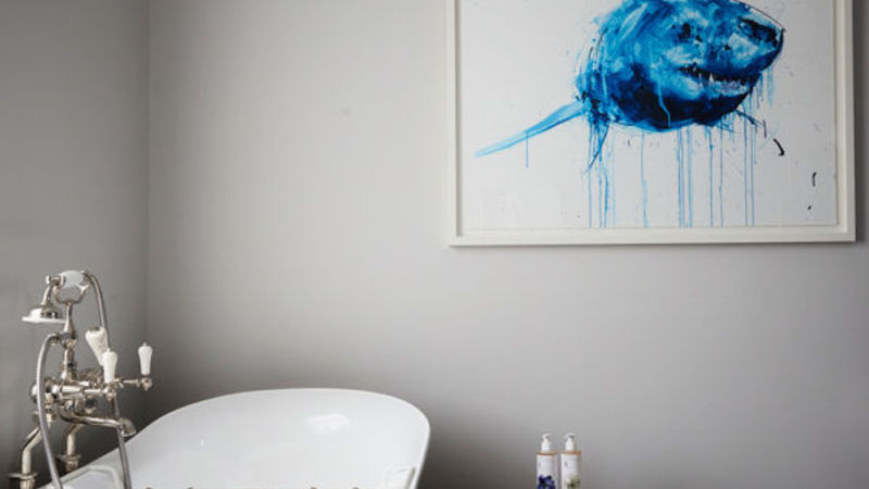 Medium crop artist residence london club suite bathroom 1 600x600