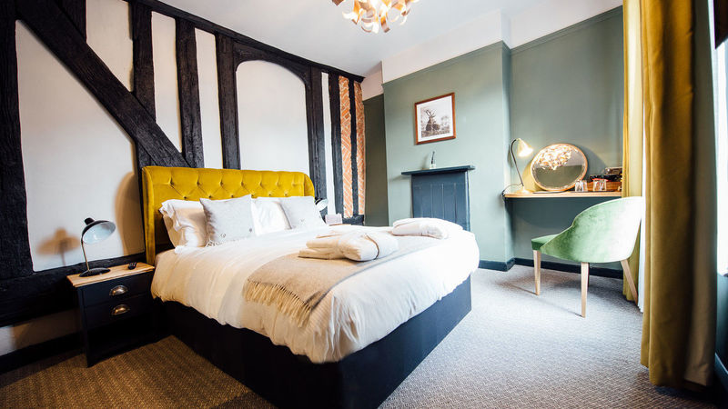 Medium crop hotel room at the white hart pub  restaurant and hotel in ampthill bedfordshire