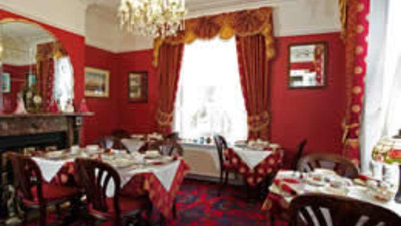 Medium crop diningroom sml