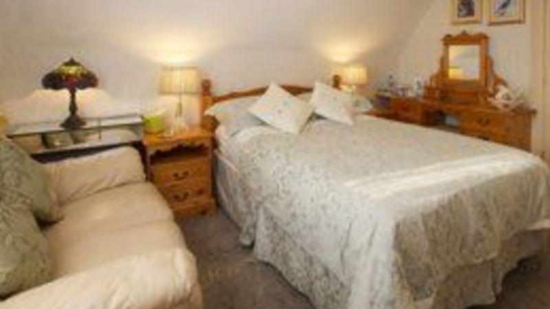 Medium crop bedroom6 sml