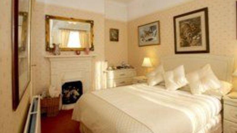 Medium crop bedroom1 sml