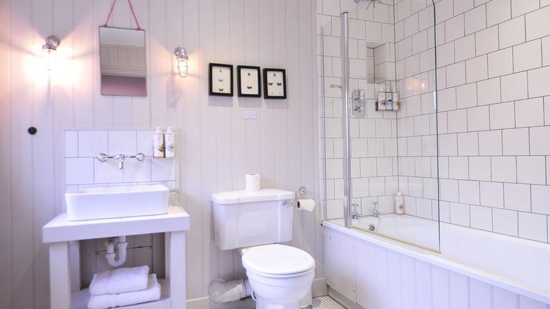 Medium crop bathroom