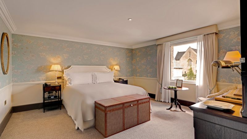 Medium crop accessible de luxe room   room 29  2
