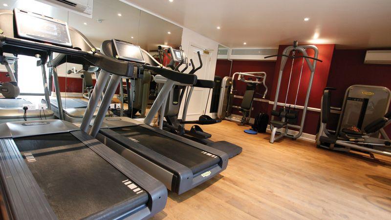 Medium crop fitness suite 1