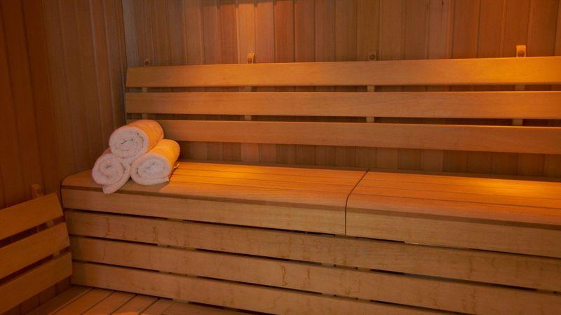 Medium crop sauna