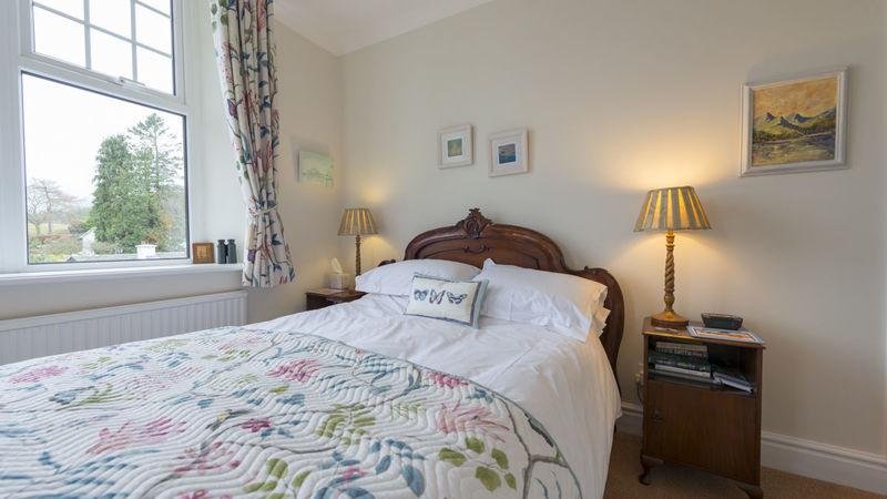 Medium crop room 2 bed