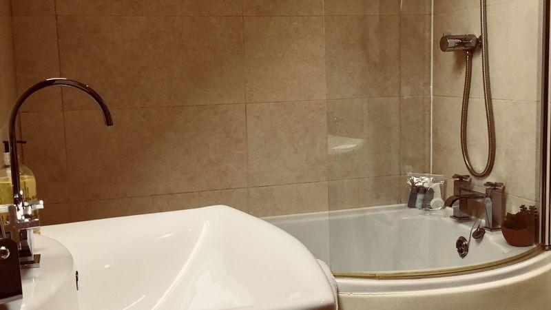 Medium crop bathroom1
