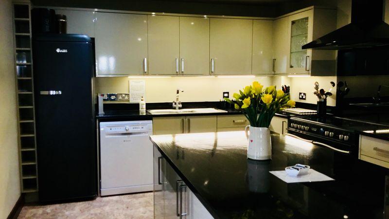 Medium crop kitchen