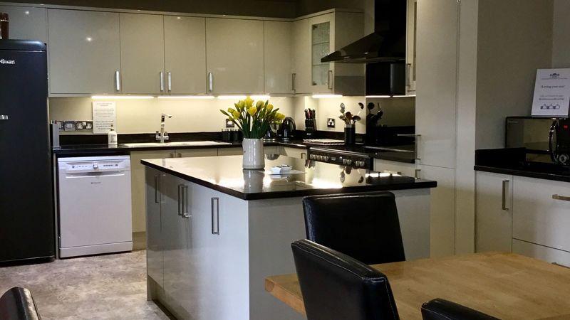 Medium crop kitchen1