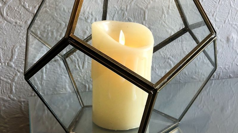Medium crop hall   candle