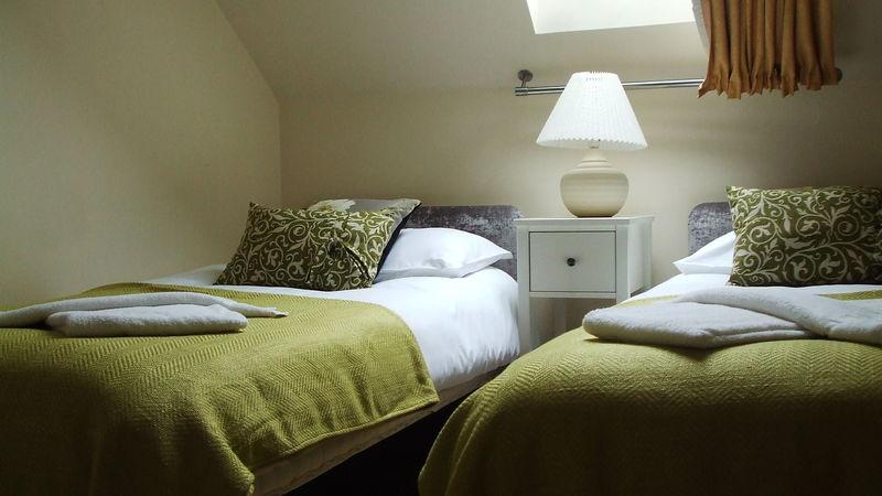 Medium crop bedroom2