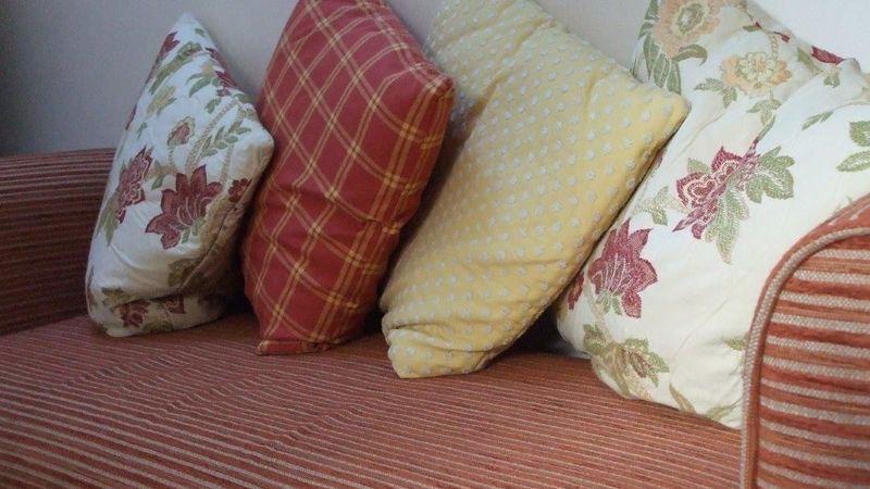 Medium crop cushions