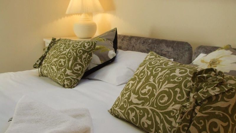 Medium crop lime bedroom2