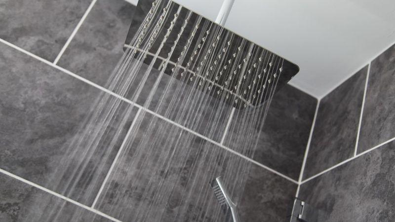 Medium crop luxury bathroom at the 25 torquay devon 1024x683